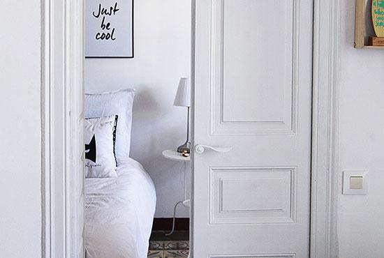 Como renovar tu vivienda pintando las puertas y muebles en color blanco