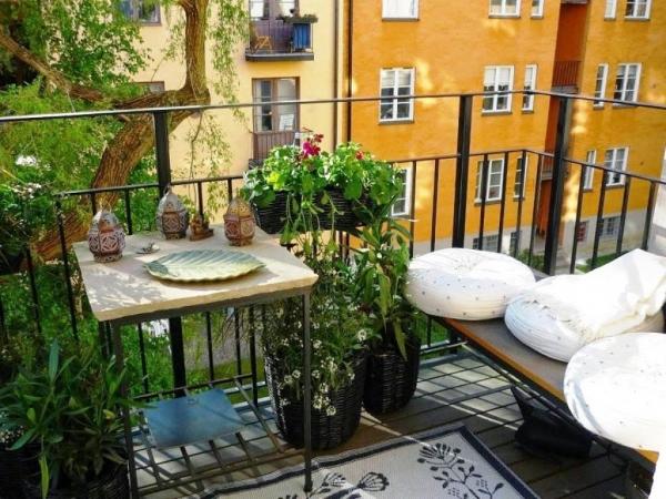 Ideas prácticas para decorar tu balcón