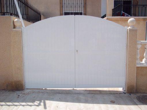 Puerta de aluminio machinbrada