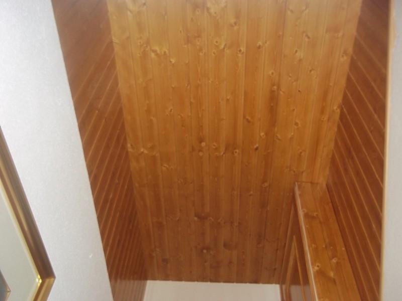 Cerramiento escalera de madera
