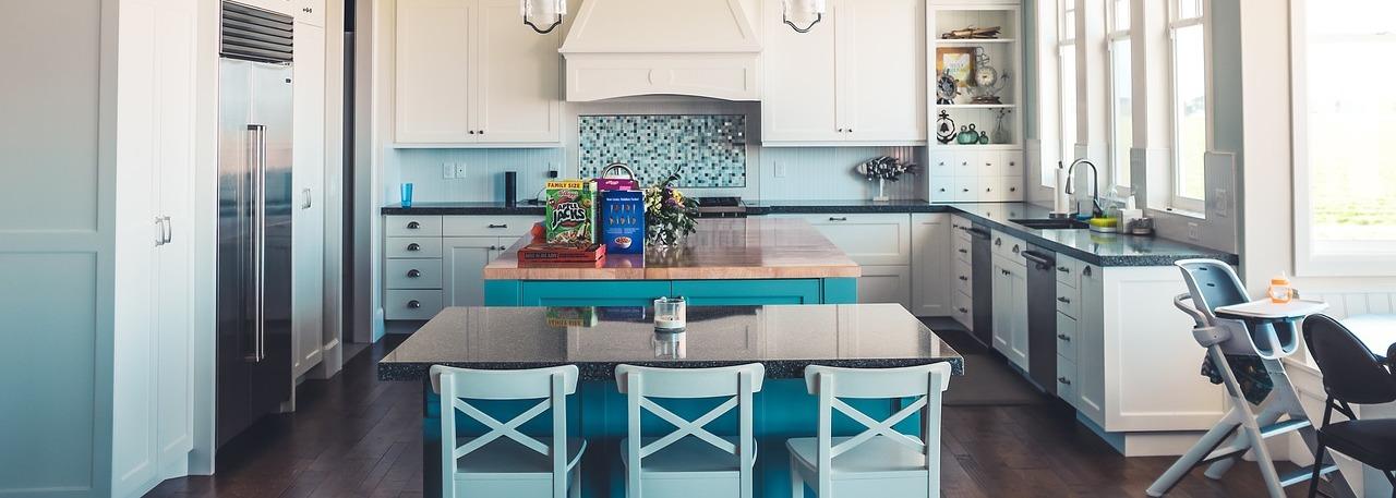 Reformas de cocinas en Torrevieja, Alicante. Montamos tu cocina al completo con todos los muebles a medida, encimera de calidad y electrodomesticos. Más de 25 años de experiencia en reformas de viviendas.