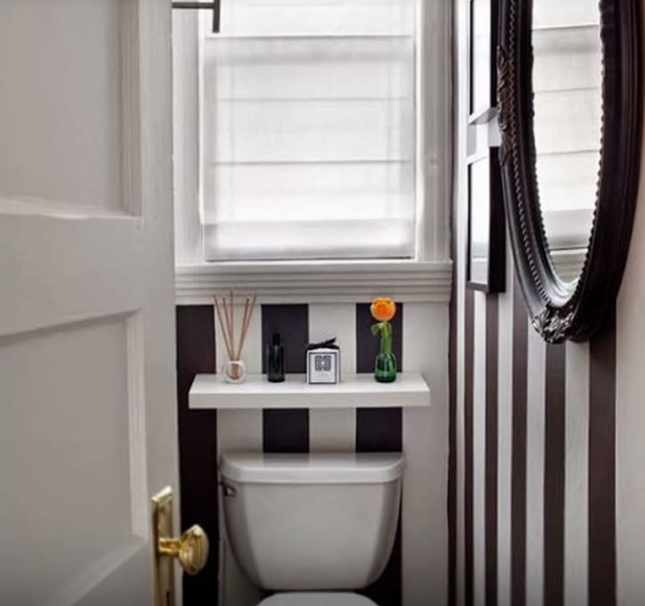 Reformas de baños pequeños con mucho color y un toque diferente