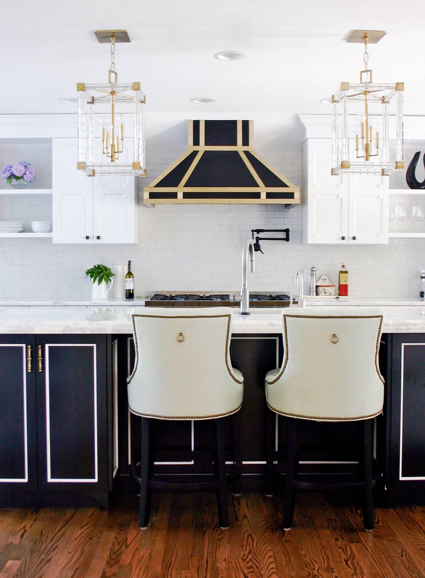 Cocinas en tonos negros y dorados como tendencia 2019