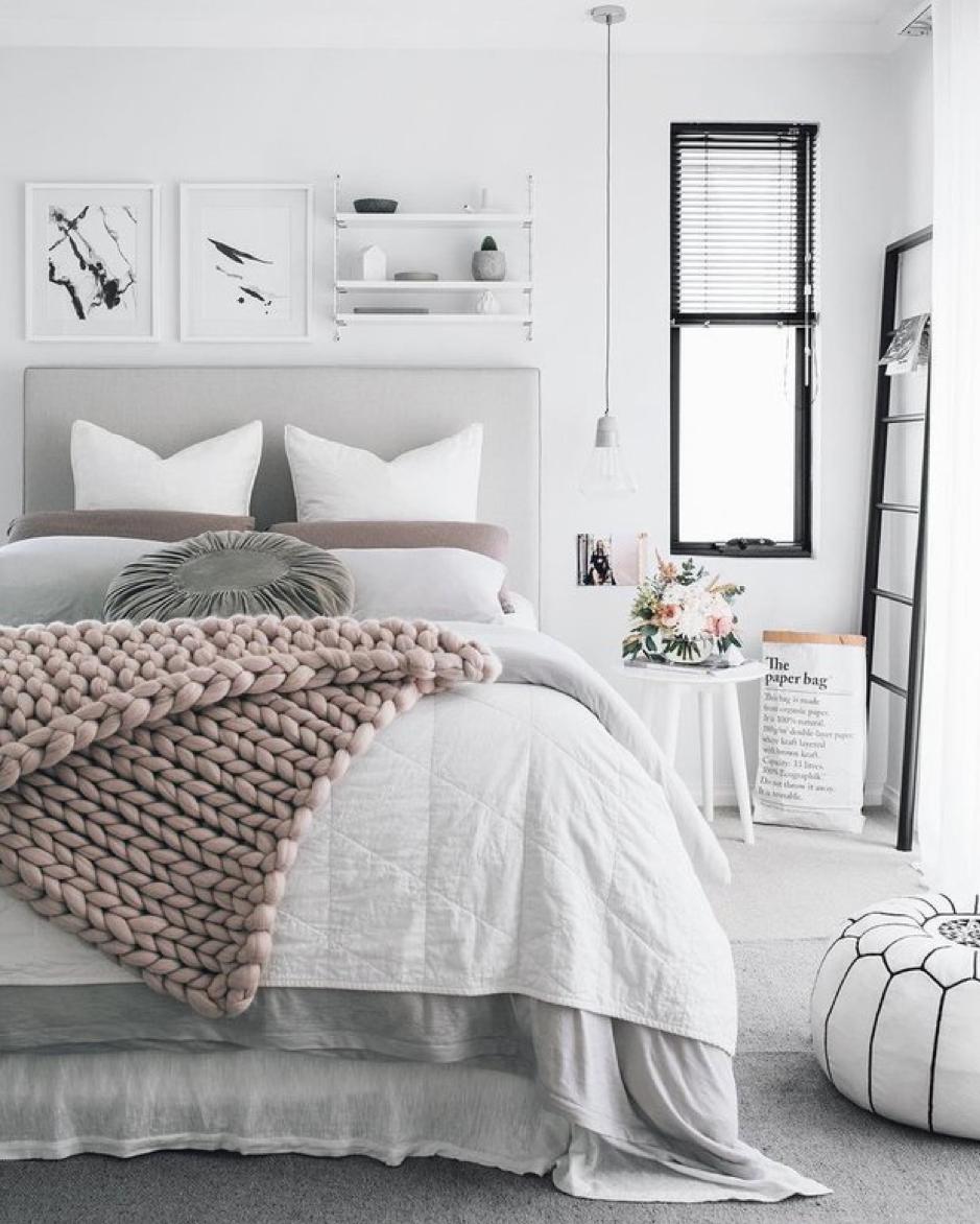 dormitorios con acabados en tonos blancos o neutros para dar mas luz