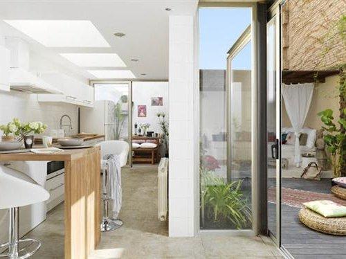 Paredes de vidrio o cortinas de cristal para abrir la cocina al jardin