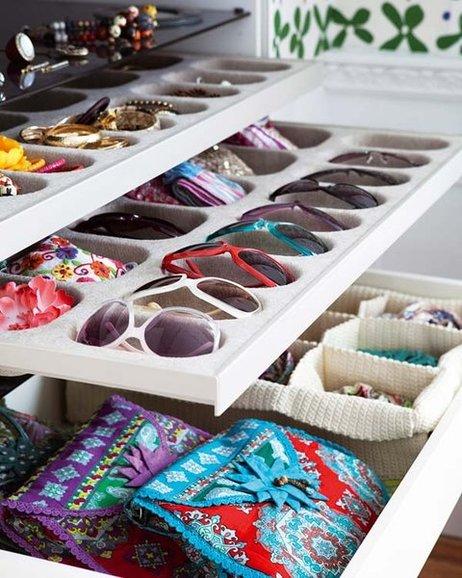 Como guardar y organizar tus complementos en un armario empotrado o vestidor. Diseño y fabricacion de armarios vestidores en Alicante.