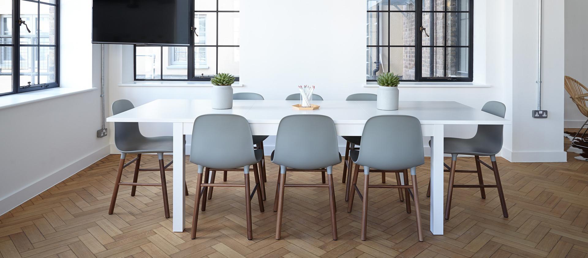 Cómo reformar tu oficina para darle un estilo moderno y atemporal. Somos expertos en reformas en Alicante.