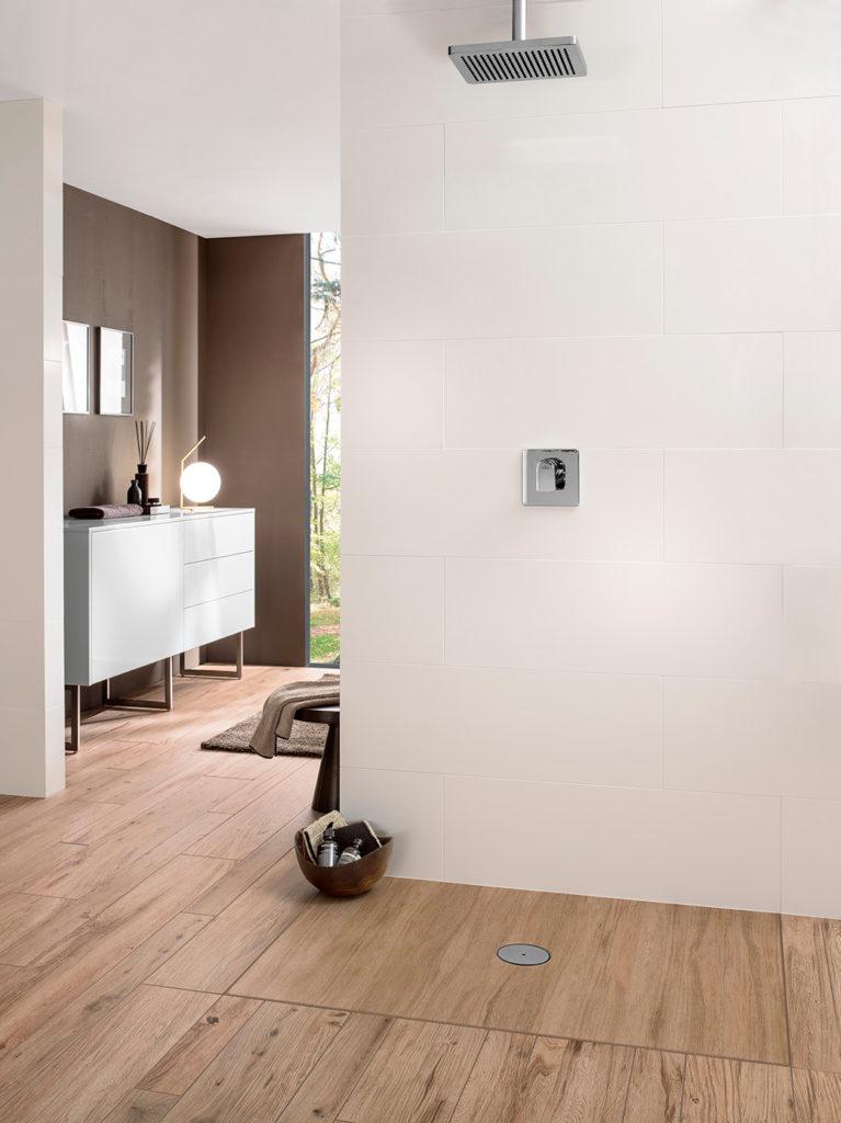 Plato de ducha de diseño a nivel del suelo, unas de las tendencias para reformas de baños