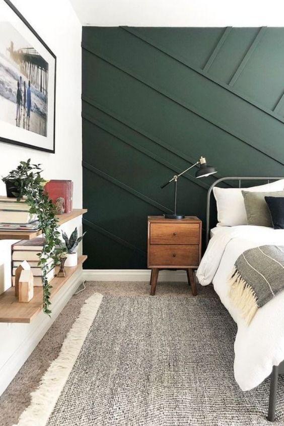 Dormitorio juveniel en tono verde con molduras de madera perpendiculares