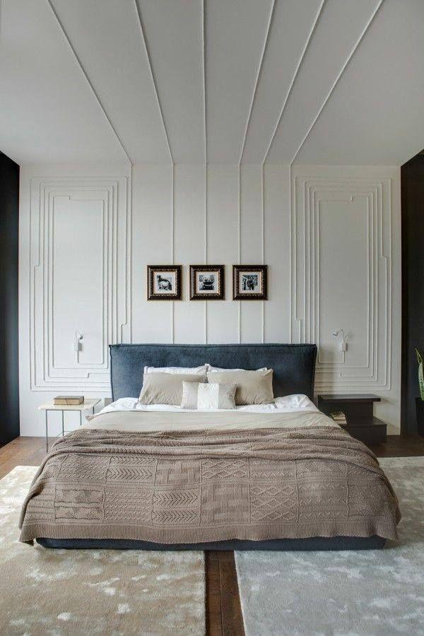 Listones de madera en paredes y techos de un dormitorio con aires vintage