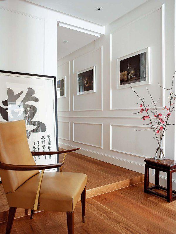 Pasillos decorados con bonitos listones de madera y marcos